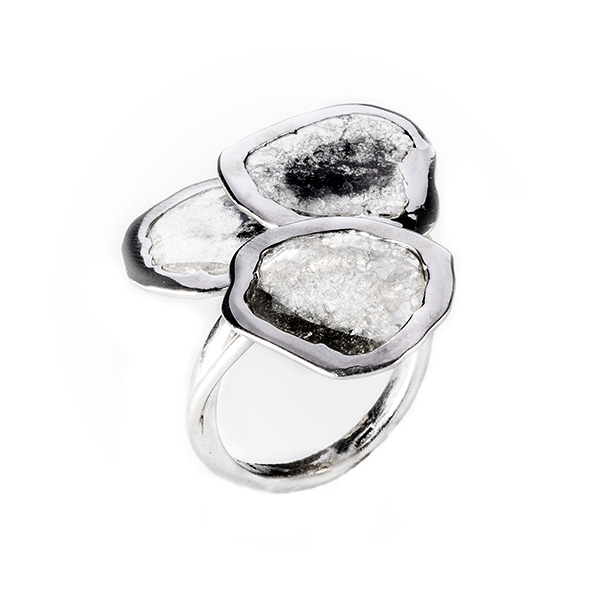 Anello a trifoglio in oro bianco e diamanti flat di Fabio Lissi