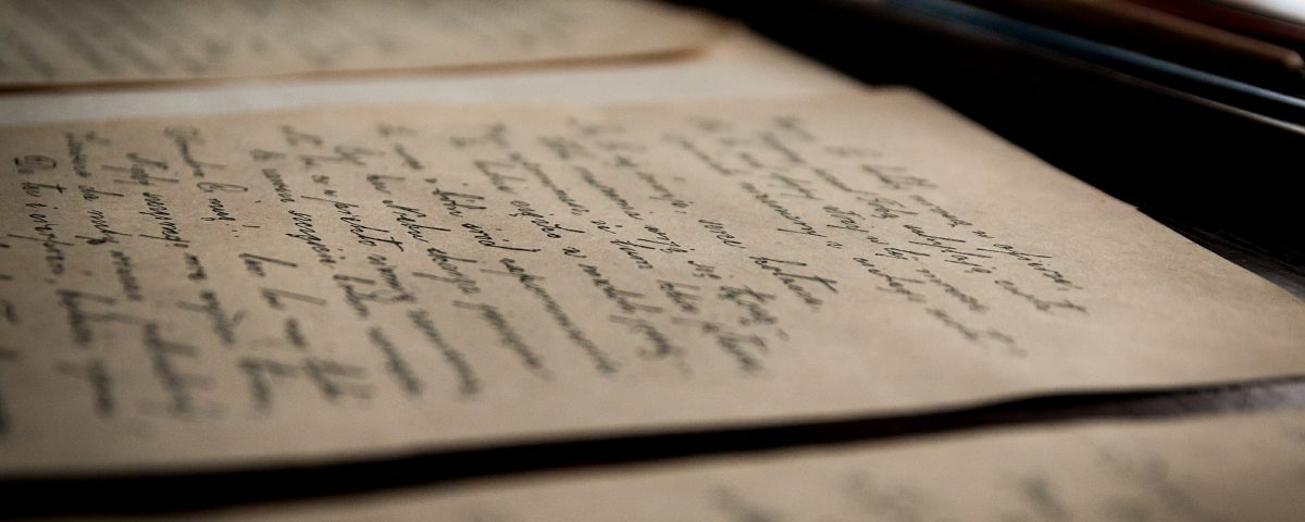 fogli scritti a mano con pennino