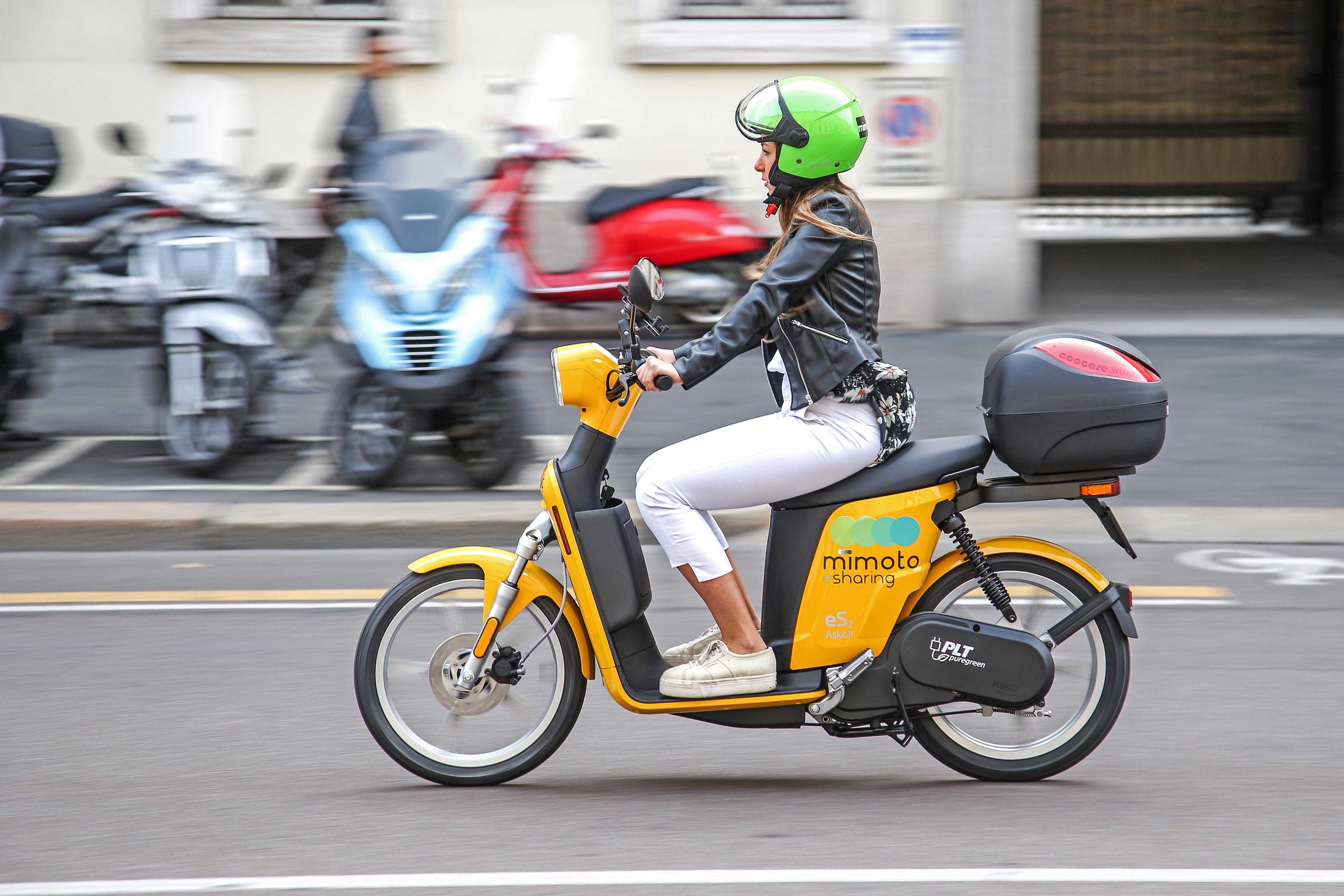 Prova in città del nuovo eScooter MIMOTO